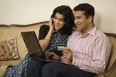 Couple net banking on a laptop — Stock Photo