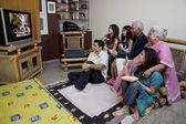 Familie televisie kijken — Stockfoto