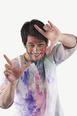 Uomo facendo incorniciato gesto con le mani — Foto Stock