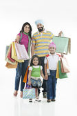 Family with shopping bags — Stockfoto