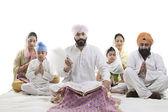 Sikh family praying — Foto Stock