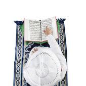 Muslim boy reading the Quran — Stock Photo