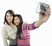 Friends taking a picture of themselves — Stock Photo
