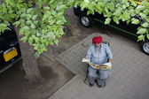 Sikh taxi driver reading the newspaper — Stock Photo