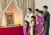Family praying — Stock Photo