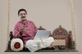 South Indian man with a laptop — Stockfoto