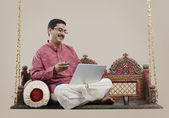 South Indian man with a laptop — 图库照片