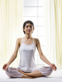 Young girl meditating — Foto Stock