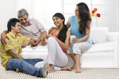 Family in living room — Zdjęcie stockowe