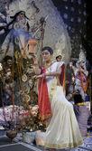 Bengali woman doing a Dhunuchi dance — Stock Photo