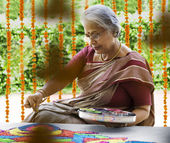 Woman making a rangoli — Stock Photo