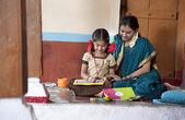 Little girl studying with mother — Stockfoto