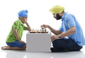 Sikh boy playing chess with his dad — ストック写真