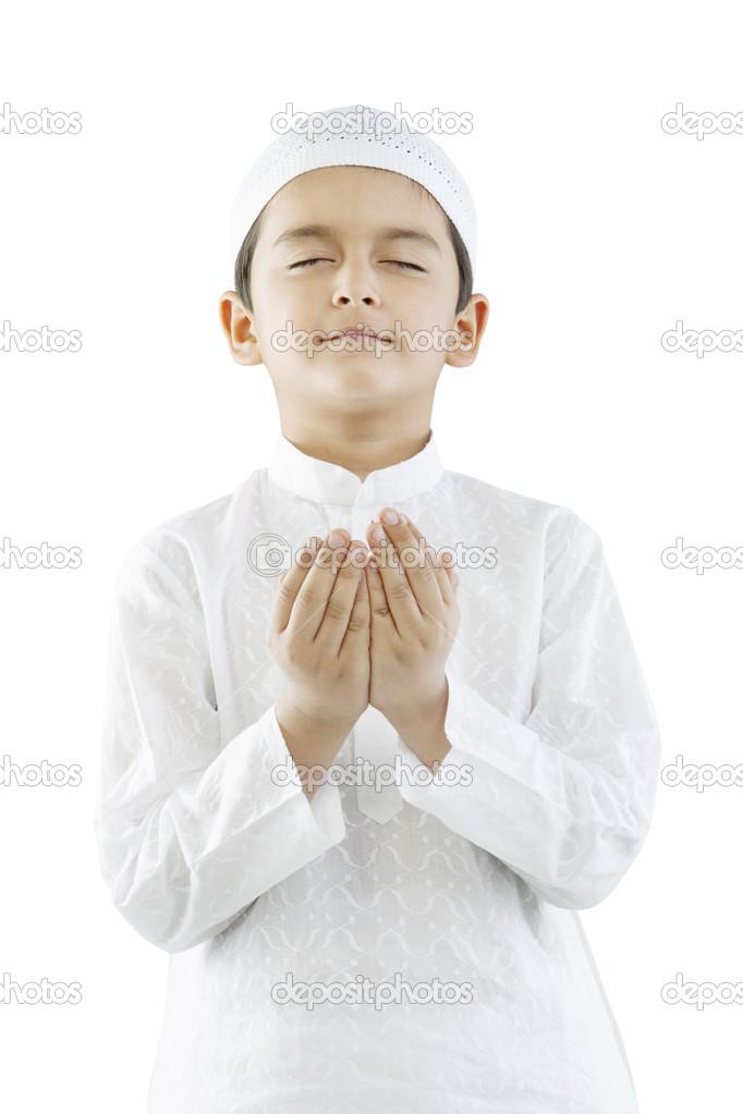 祈祷的穆斯林男孩的肖像– 图库图片