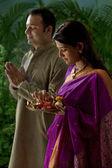 Maharashtrian couple praying — Stock Photo