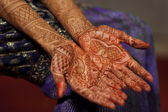 Mehndi on Indian brides hands — Stock Photo