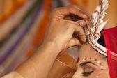 Bengali groom putting sindoor on brides forehead — Stock Photo