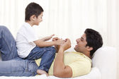 Father and child on sofa — Foto Stock