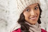 Mujer joven en ropa de abrigo — Foto de Stock