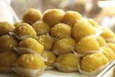 Delicious boondi ke ladoo on display — Stock Photo
