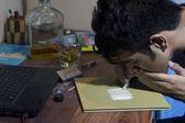 Headshot of man snorting cocaine — Stock Photo