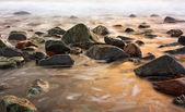 Krásný klidný sunrise v al aqqa beach, fujairah, spojené arabské emiráty — Stock fotografie