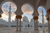 Grand sheikh-zayed-moschee in abu dhabi, vereinigte arabische emirate — Stockfoto