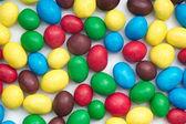 конфеты цветные на белом фоне — Стоковое фото