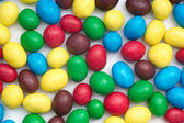 Kolorowe cukierki na białym tle — Zdjęcie stockowe