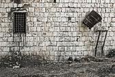 Stenen muur venster — Stockfoto