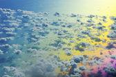 Vackra blå havet och några moln — Stockfoto