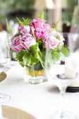 Place setting on a table at a wedding reception — Fotografia Stock