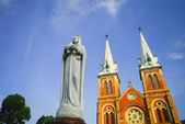 Saigon bazilika notre-dame v ho či minovo město, vietnam — Stock fotografie