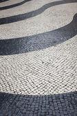 Svart och beige vintage torget mosaik kullersten trottoar med — Stockfoto