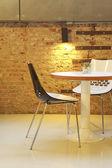 Stol och bord i lobbyn — Stockfoto