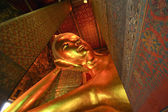 Liggande buddha staty i thailand buddha templet wat pho, asien — Stockfoto