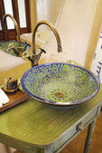 Asian vintage washbasin and chrome tap — Zdjęcie stockowe