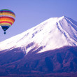 Balloon on mount fuji from japan — Stock fotografie