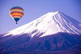 Balloon on mount fuji from japan — Stock Photo