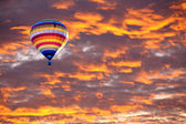 Balloon on Sunset or sunrise with clouds, light rays and other atmospheric effect — Zdjęcie stockowe