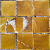 Yellow tile cracked — Stock Photo
