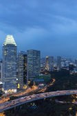Singapour cityspace sur ciel de crépuscule du soir — Photo