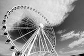 Ferris wheel in black and white — Stock Photo