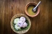 Thajské nudle, které se jedí s kari — Stock fotografie