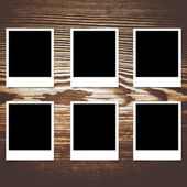 Polaroid fotoframe op hout achtergrond — Stockfoto