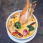 Thai spicy soup. Tom yum koong Thai spicy food. — Stock Photo