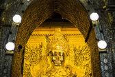 уважавшее пайя мандалай. мьянма или бирма — Стоковое фото