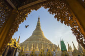 Shwedagon pagoda with blue sky. Yangon. Myanmar or Burma. — Stock Photo