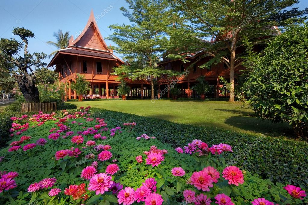 Thai style house with flowers garden,Thailand — Stock Photo #12905655