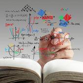 Formula matematica e scienza su lavagna — Foto Stock